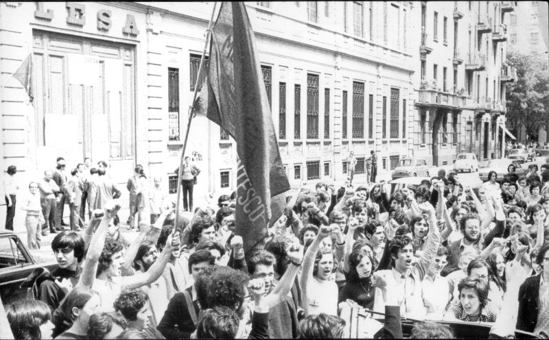 MOVIMENTO STUDENTESCO alla Lesa occupata 1970.jpg