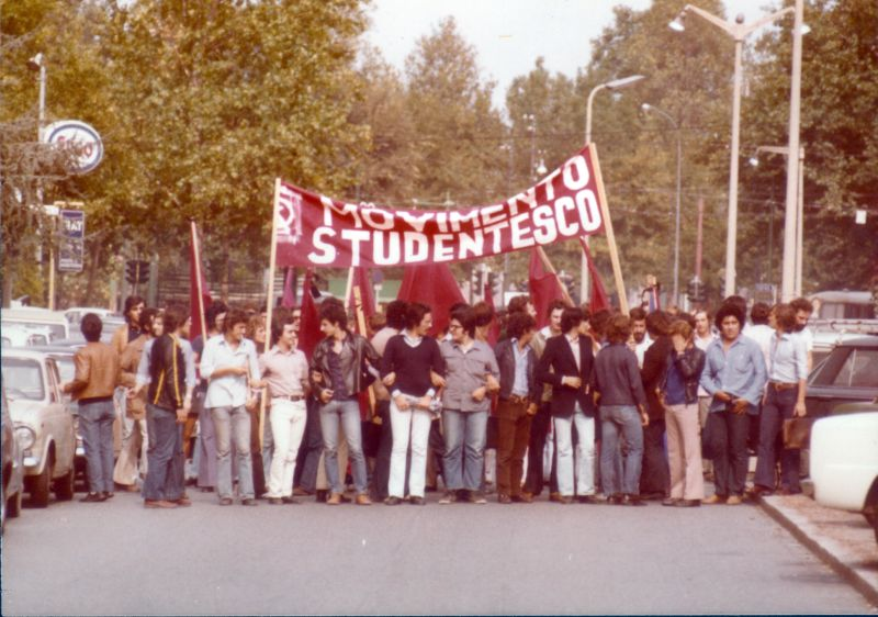 MOVIMENTO STUDENTESCO deleg al Cons Cileno milano.jpg
